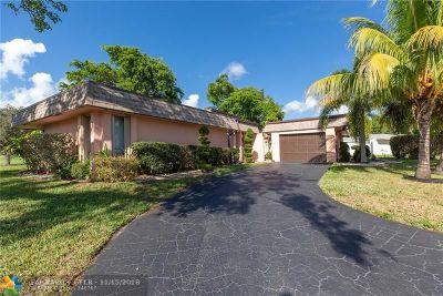 Tamarac Single Family Home For Sale: 5713 White Hickory Cir
