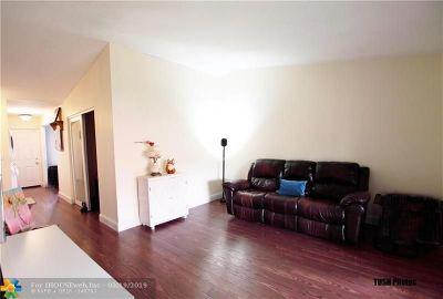 Boca Raton Condo/Townhouse For Sale: 9503 Boca Cove Cir #610