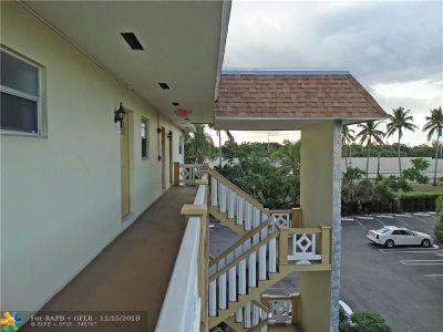 Lauderdale Lakes Condo/Townhouse For Sale: 5111 W Oakland Park Blvd #302