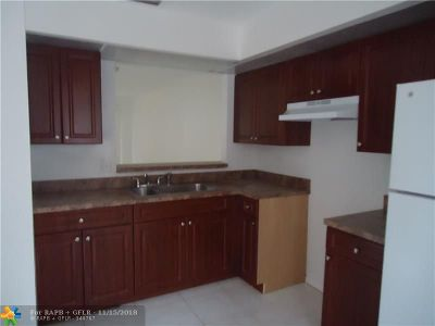 Lauderhill Condo/Townhouse For Sale: 2461 NW 56th Ave #105