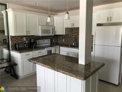 Deerfield Beach Condo/Townhouse For Sale: 162 Oakridge K #162
