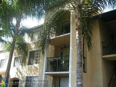 West Palm Beach Condo/Townhouse For Sale: 1701 Village Blvd #308