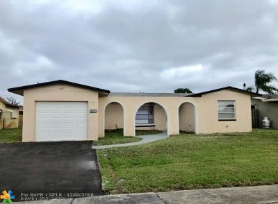 Pembroke Pines Single Family Home For Sale: 9331 NW 19th St