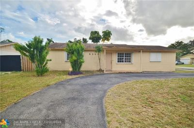 Lauderhill Single Family Home For Sale: 8360 NW 47th St