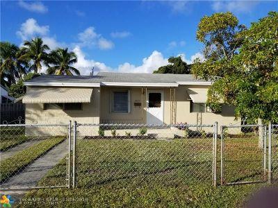 Broward County Single Family Home For Sale: 2823 Mayo St
