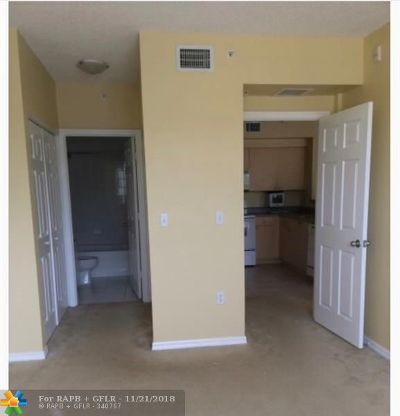 Miramar Condo/Townhouse Backup Contract-Call LA: 2080 W Preserve Way #205