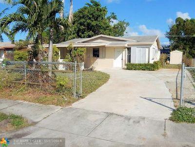 Deerfield Beach Single Family Home For Sale: 708 NW 1st Way