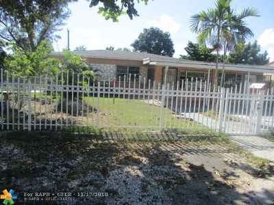 Single Family Home For Sale: 816 West Dr