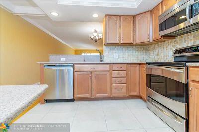 Coconut Creek Condo/Townhouse For Sale: 2401 Antigua Cir #C3