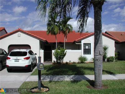 Deerfield Beach Single Family Home For Sale: 11 Columbia Ct