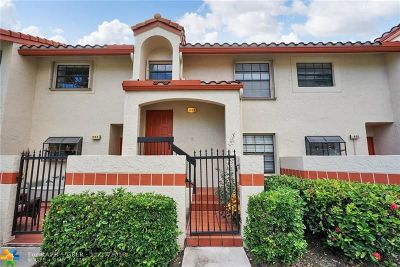 Deerfield Beach Condo/Townhouse For Sale: 904 Congressional Way #904