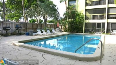 Wilton Manors Condo/Townhouse For Sale: 2450 NE 15th Ave #101