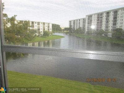 Pompano Beach Condo/Townhouse For Sale: 2228 N Cypress Bend Dr #309