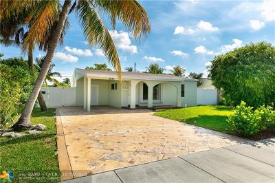 Oakland Park Single Family Home For Sale: 5636 NE 5th Ter