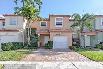 Pembroke Pines Condo/Townhouse For Sale: 15126 NW 7th Ct #1