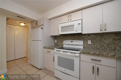 Hollywood Condo/Townhouse For Sale: 3900 N Hills Dr #108