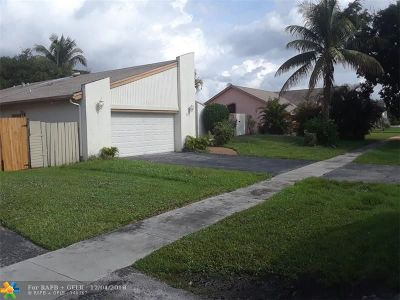 Lauderhill Single Family Home For Sale: 7471 NW 35th St