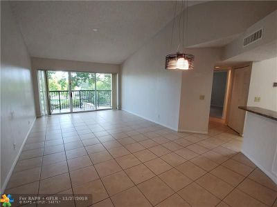 Coral Springs Condo/Townhouse For Sale: 8721 Wiles Rd #301