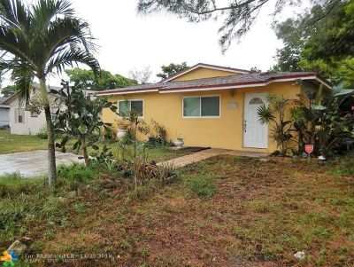 Deerfield Beach Single Family Home For Sale: 242 SW 5th St