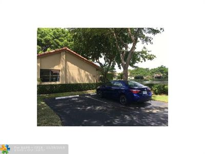 Deerfield Beach Condo/Townhouse For Sale: 645 N Deer Creek Lake Point Ln #6