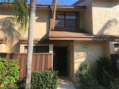 Coconut Creek Condo/Townhouse For Sale: 3952 Cocoplum Cir #E