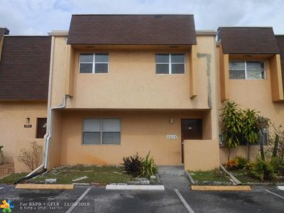 Lauderhill Condo/Townhouse For Sale: 5619 Blueberry Ct #148