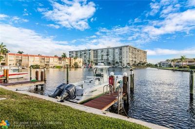 Pompano Beach Condo/Townhouse For Sale: 1100 SE 5th Ct #27