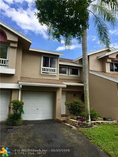 Deerfield Beach Condo/Townhouse For Sale: 2228 S Discovery Cir #2228