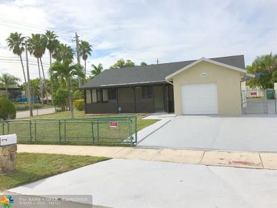 Miami Single Family Home For Sale: 19990 NW 34th Ct