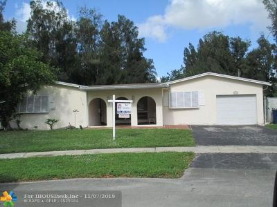 Cooper City Single Family Home For Sale: 8951 SW 51st Pl