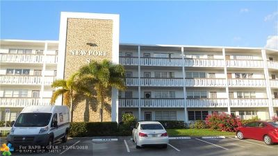 Deerfield Beach Condo/Townhouse For Sale: 2093 Newport S #2093