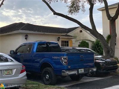 Pembroke Pines Single Family Home For Sale: 11951 NW 12th St