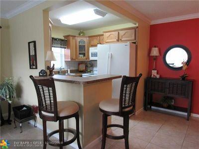 Deerfield Beach Condo/Townhouse For Sale: 81 Prescott D #81