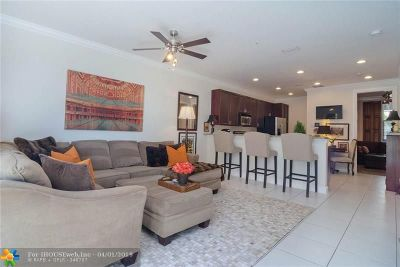 Wilton Manors Condo/Townhouse For Sale: 2219 NE 9th Ave
