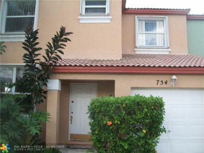 Pembroke Pines Condo/Townhouse For Sale: 754 NW 154th Ave #754