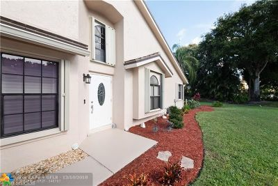 Boynton Beach Condo/Townhouse For Sale: 4827 Brighton Lakes Boulevard #4827
