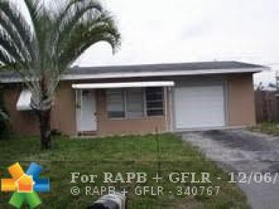 Pompano Beach Single Family Home For Sale: 2611 NE 10th Ter