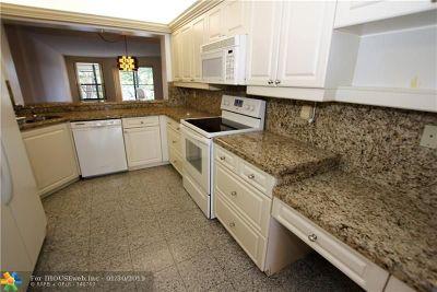 Tamarac Condo/Townhouse For Sale: 7483 Fairfax Dr #314