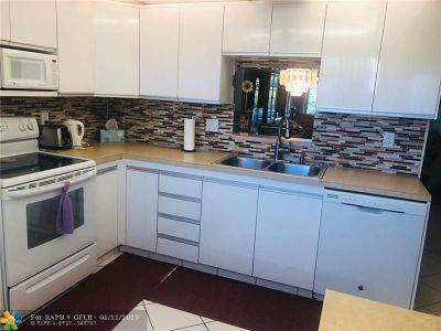 Coconut Creek Condo/Townhouse For Sale: 3102 Portofino Pt #B3