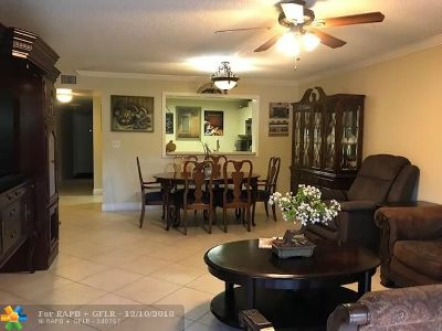 Coral Springs Condo/Townhouse For Sale: 2059 W Coral Ridge Dr #N106