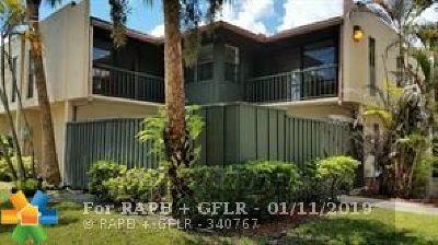 West Palm Beach Condo/Townhouse For Sale: 4863 Alder Dr #d