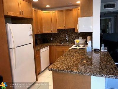 Deerfield Beach Condo/Townhouse For Sale: 370 Markham Q #370