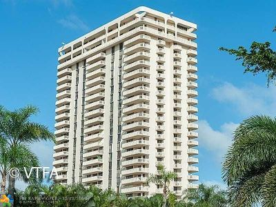 Aventura Condo/Townhouse For Sale: 19707 Turnberry Way #24L