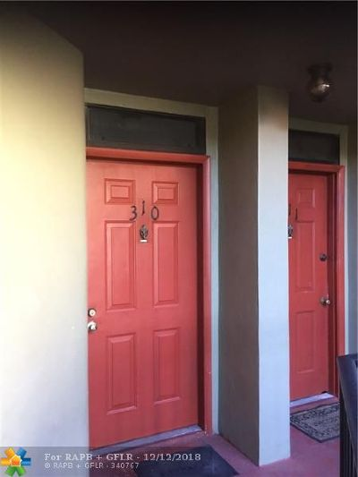 Oakland Park Condo/Townhouse For Sale: 212 Lake Pointe Dr #310