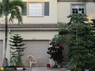 Coconut Creek Condo/Townhouse For Sale: 4772 Lago Vista Dr #4772