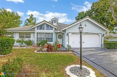 Broward County Single Family Home For Sale: 5558 Pine Cir