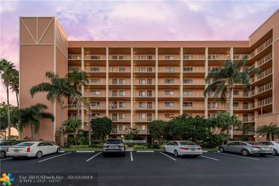 Delray Beach Condo/Townhouse For Sale: 7290 Kinghurst Dr #402