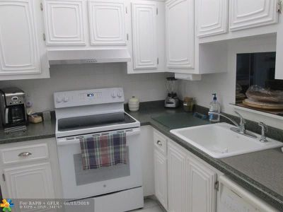 Lauderdale Lakes Condo/Townhouse For Sale: 2861 Somerset Dr #301