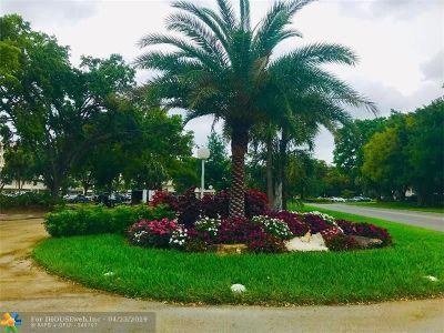 Pompano Beach Condo/Townhouse For Sale: 565 Oaks Ln #111
