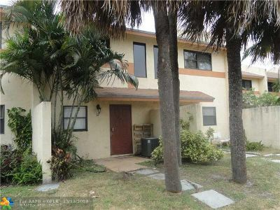 Pompano Beach Condo/Townhouse For Sale: 3281 E Golf Blvd #12